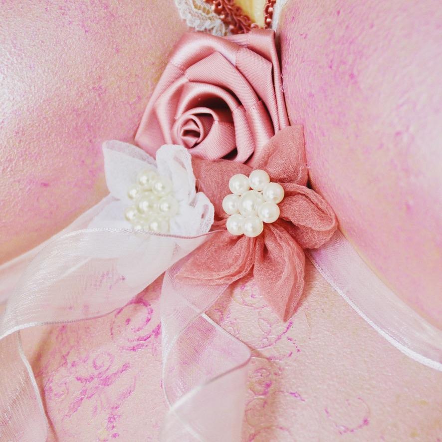 Gipsabdruck rosa Blütentraum auf Sockel